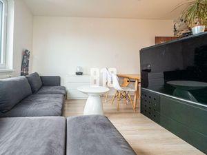 JÉGEHO ALEJ- Dizajnový 1.5 Izbový byt s loggiou a parkingom v novostavbe, zariadený  rukou architekt