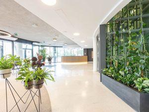 Kancelárske priestory na Prenájom už od 25 m2, výborná poloha, Röntgenova, Petržalka