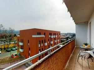 Slnečný a skutočne priestranný 2izb. byt s balkónom, aj s parkovaním!