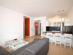 HERRYS - Prenájom -  3 izbový byt s garážovým státím v Panorama City, BA - Staré Mesto