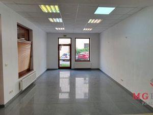 Obchodné priestory 42 m2 a 64 m2 neďaleko centra  Trnavy.