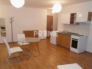Na prenájom ponúkame útulný a zariadený 2-izbový byt na Fedinovej ulici v Bratislave.