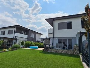 Exkluzívny, slnečný 4 - izbový rodinný dom, dvojdom, Pezinok na ulici Jamnických
