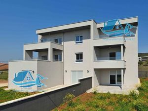 Krásný byt na prodej s výhledem na moře, Sukošan