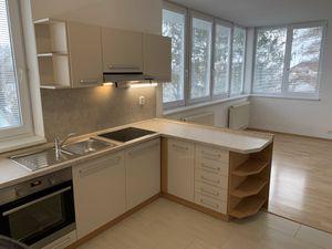 STUPAVA centrum - velmi pekny 2 izb slnecny byt