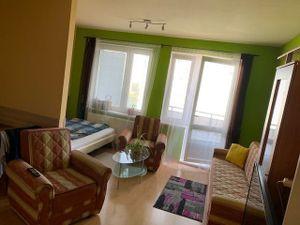 Prenájom 1 izbový byt v novostavbe Pegas, Vyšehradská ulica, zariadený, Petržalka, balkón