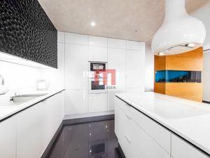 Na prenájom luxusný 4 izbový byt s veľkou terasou v projekte Parkville