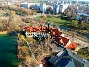 Predaj komerčný priestor 1500 m2 v Bratislave, Petržalka, Antolská ulica.