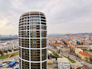 SKY PARK - LUXUSNÝ 3-izbový byt s VÝHĽADOM NA HRAD - 23. posch. /eng.