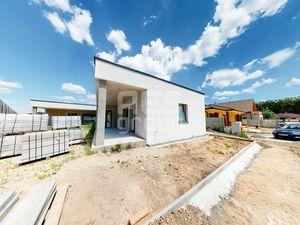 PREDAJ, 3 izbový bungalov v dvojdome, Piniová Alej, Malacky