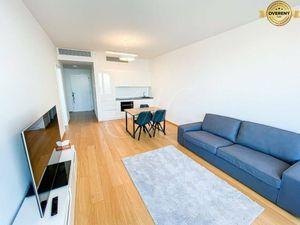 Moderný 2 izbový byt v projekte SKYPARK