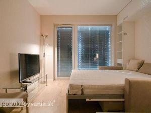 FIALOVÁ, 1-i byt, 39 m2 – NOVOSTAVBA, dizajnový klenot, nadštandardne zariadený, LOGGIA, parking