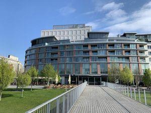 4 izbový byt pri Dunaji s krásnym výhľadom v BA  - komplexe EUROVEA