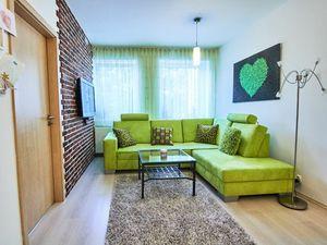 Priestranný 2 izbový zariadený byt s garážovým státim, Zelené Átrium, Š. Moyzesa