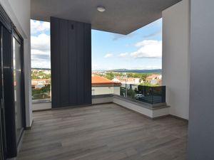 Dva nové apartmány s předzahrádkou blízko moře, Krk, Chorvatsko
