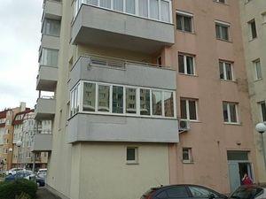 Predáme 1 izbový byt na Dlhých Dieloch BA IV, so zasklenou loggiou. Projekt OBERON.