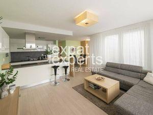 Slnečný 3i byt, 90 m2, najvyššie poschodie, 18 m2 lodžia, RETRO