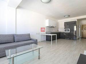 HERRYS - Na prenájom priestranný 2 izbový byt s balkónom a vyhradeným parkovacím miestom v Devínskej