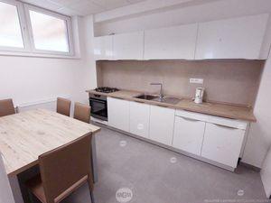 Na prenájom NOVOSTAVBA s kancelárskymi a skladovými priestormi, 400 m2, Žilina - Vlčince, Cena: 2.40