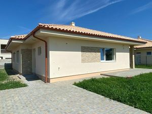 Predáme krásne a priestranné samostatne stojace 4-izbové rodinné domy v novej lokalite v Rovinke