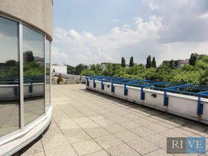 130 m2 + terasa a 170 m2 – mezonetové, atypické priestory
