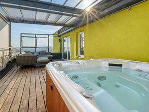 Luxusný 4-izbový byt s veľkou terasou a jacuzzi