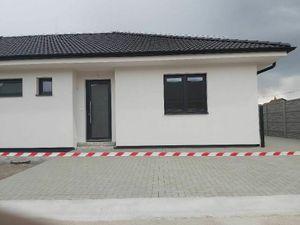 Na predaj moderný 3 izbový rodinný dom v dvoj dome v Kostolných Kračan