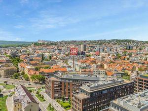 HERRYS - Na predaj 3 izbový byt v projekte SKY PARK na 21.poschodí s výhľadom na hrad