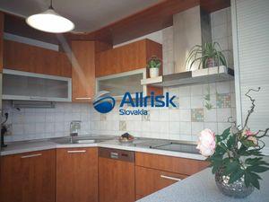 Exkluzívne - predaj veľkometrážneho 4-izbového bytu na nám. Hraničiarov