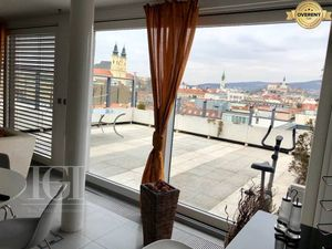 Luxusný moderný apartmán na prenájom s veľkou terasou. Dokonalý výhľad