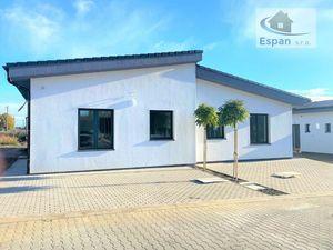 ***TOP PONUKA: Dokončený 4 izb. bungalov, s terasou, vybudovaným parkingou a prípravou na krb obci K