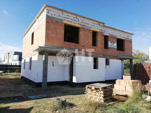 2-podlažný, priestranný 4 izbový RD - ÚP 128 m2, POZEMOK cca 370 m2, Bernolákovo, Chmeľová ul.
