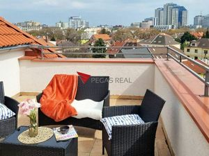 =REZERVOVANÝ= VIDEO, 3 izbový podkrovný byt s panoramatickým výhľadom na ulici Trenčianska - Ružinov