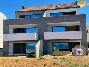 HR/Povljana- Predaj 4i apartmánu s galériou a veľkou terasou na pláži