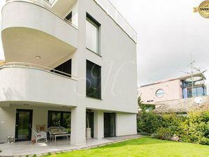 Luxusný 3-podlažný byt v rezidenčnej  vile v tichej lokalite