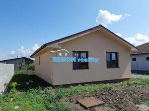 Murovaný 4 izbový bungalov s 5 árovým pozemkom v Čani