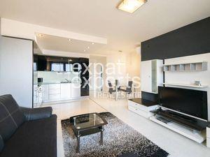 Krásny 2i byt, 65 m2, zariadený, balkón, výhľad na mesto a hrad