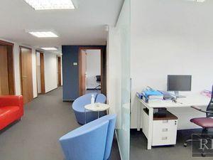 223 m2 (+ lodžie 9 m2 a 18 m2) – reprezentatívne kancelárie v štýlovom objekte