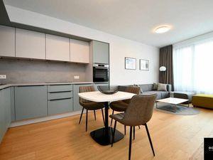 Moderný 2-izbový byt s výhľadom na hrad v SKY PARKU