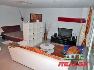 Luxusný apartmán s veľkou terasou a výhľadom v centre Nitry na prenájom