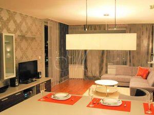Krásny moderne zariadený 2i byt s lodžiou a parkovaním