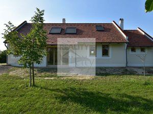 3 - 4 izbový nový rodinný dom na samote, s lesom pri ramene Dunaja, pozemok 7800 m2 - časť obce Duna
