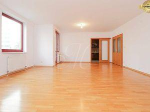 REZERVOVANÉ Priestranný 4-izbový byt s balkónom a s terasou