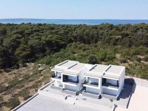 Nový řadový dům jen 200 m od moře, Pag, Chorvatsko