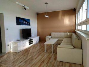 Priestranný 2-izb. byt s terasou a krásnym výhľadom, Hradská ul., BA