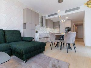 Luxusne zariadený byt v komplexe SKYPARK + klimatizácia, loggia