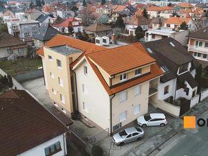 Polyfunkčná budova na dobrej adrese, rozdelená na 11 priestorov.