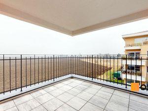 Veľká terasa s výhľadom neďaleko Slnečných jazier. Byt 4B.