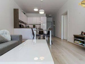 Krásny 2i byt s terasou (33m2) a parkovaním v novostavbe v Ružinove