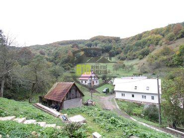 Vyhne - 2 vidiecke domy v lone prírody